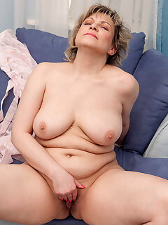 Masturbation MILF Porn Pics