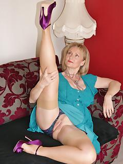 Legs MILF Porn Pics