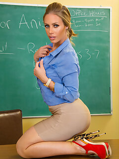 Skirt MILF Porn Pics