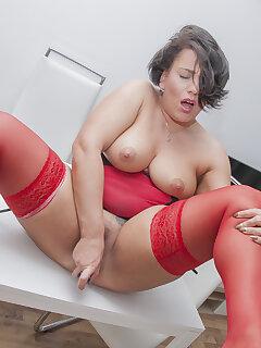 Stocking MILF Porn Pics